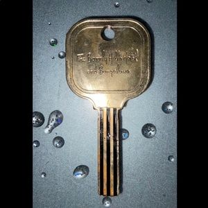 THE BEVERLY HILLS HOTEL AND BUNGALOWS VINTAGE KEY